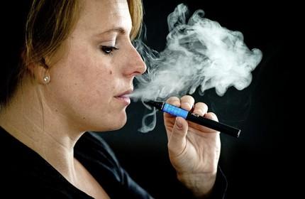 Verkopers e-sigaret balen van 'paniek' over dampen: 'Ik hoest nog geen bloed op