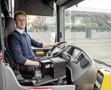 Niels Springer combineert voetballen in spits van hoofdklasser Volendam met baan als buschauffeur: 'Zelfde eigenschappen nodig'