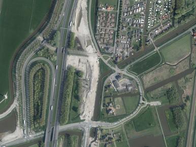 De bocht in de Venneweg zou eruit gehaald moeten worden.