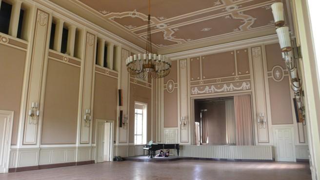 Achter pronkstuk van concertzaaltje dat gebouwd wordt in Midwoud schuilt heftig oorlogsverhaal