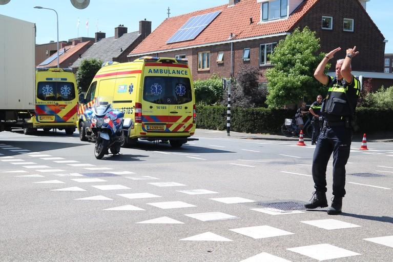 Scooterrijder gewond bij botsing met vrachtwagen in Lisse