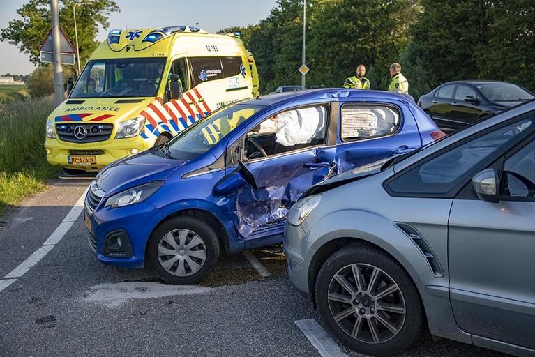Gewonde bij botsing met twee auto's in Badhoevedorp