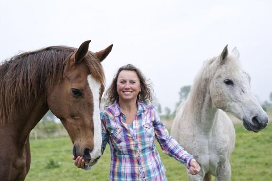 Esther van Putten coacht met behulp van paarden: 'Een paard is een eerlijke en oordeelloze feedbackgever'