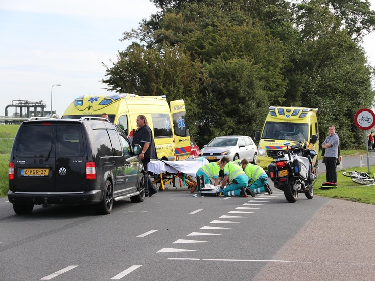 Traumahelikoper geland voor aangereden fietser in Den Helder