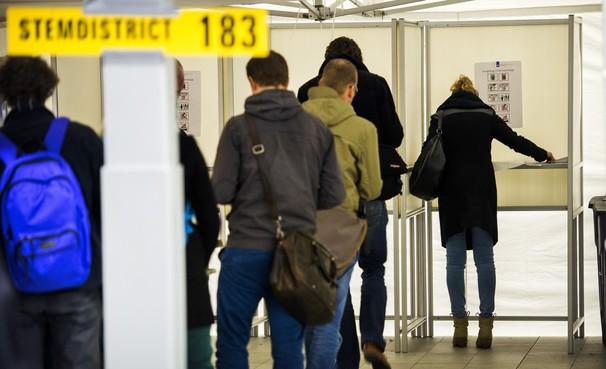 Bewaking stembureaus in overweging na aanslag in Utrecht