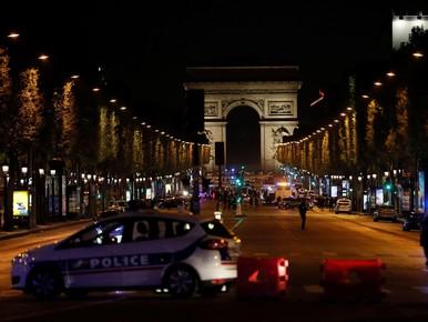Agent dood na schietpartij Champs-Elysées: IS claimt aanslag