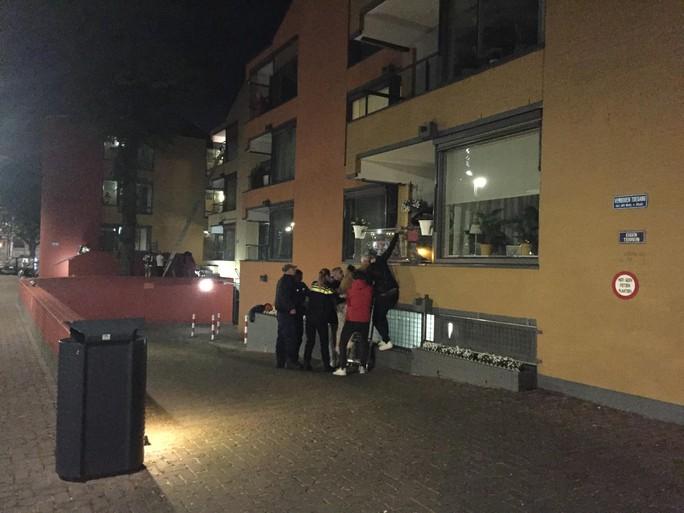 Bewoners seniorencomplex de Prinsenhof in Hilversum geëvacueerd na brand [video]