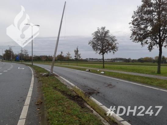 Drugsgebruiker ramt lantaarnpaal in Lisse en rijdt door, politieheli assisteert bij arrestatie - Leidsch Dagblad