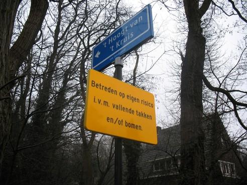Lopen over Holleweg in Hilversum voor eigen risico