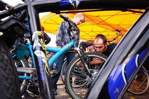 Ludieke actie winkeliers C&A-plein: gratis veiligheidscheck voor fietsen
