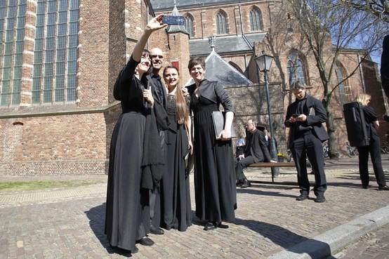 Matthäus Passion Naarden: Voor het zingen een selfie maken