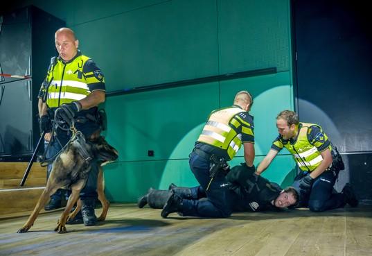Politie Alkmaar zoekt 'kerels die tegen stootje kunnen' voor grootschalige horeca-oefeningen
