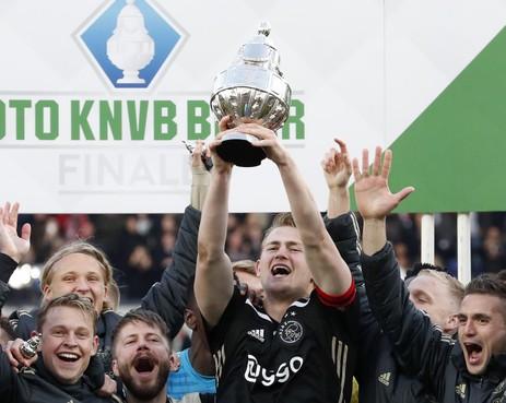 Ajax maakt ook AZ blij met bekerwinst