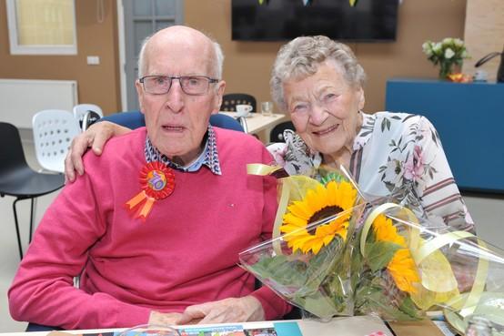 Castricums paar Onrust-Lust viert 70-jarig huwelijk: lange liefde na feestje van de melkfabriek