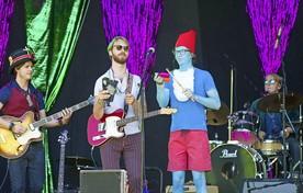 Hoewel er maar weinig publiek was            verkleed in de sfeer van Mardi Gras, was het festival geslaagd.