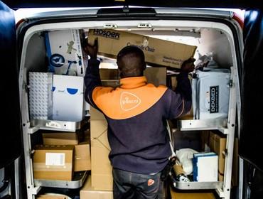 Agent vermomd als postbesteller pakt berover