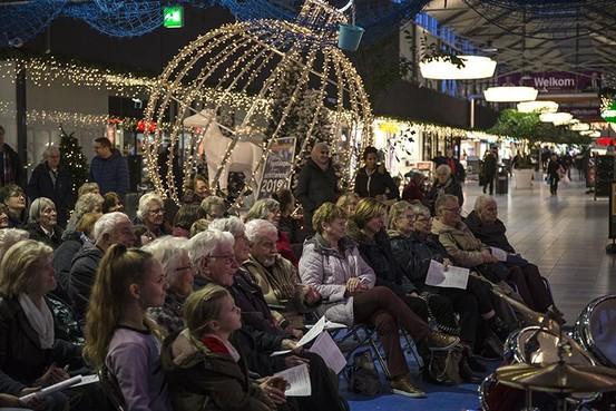 Kerst met zang, spel en gebed in Winkelcentrum Schalkwijk