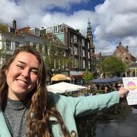 Ghislaine de Voogd hoopt dat Leidenaars en buitenlandse studenten elkaar ontmoeten met Leiden als gemeenschappelijke passie. foto leidsch dagblad