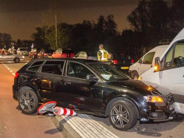 Gewonde bij botsing tussen auto en bestelbus in Badhoevedorp