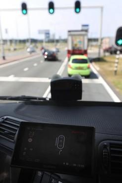 Groen licht voor vrachtwagen tussen Schiphol en Aalsmeer