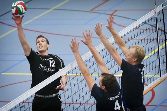 Volleyballers van Jonas/Croonenburg willen niet promoveren: 'Het team wil niet op zaterdag spelen'