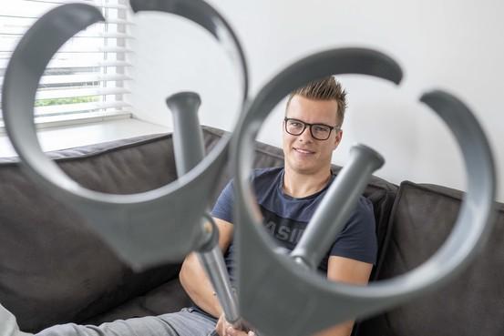 Onfortuinlijke Helderse voetballer Wouter Philip wil eerst normaal kunnen lopen voor hij weer aan zijn favoriete sporten kan denken