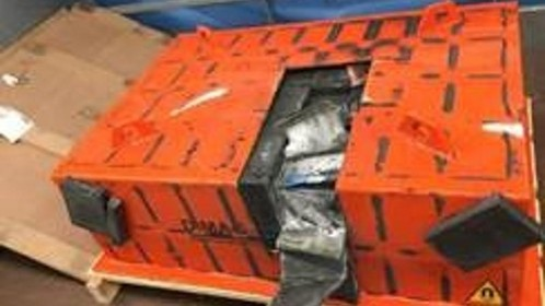 Drie aanhoudingen in loods Hilversum na vondst 32 kilo crystal meth in magneet