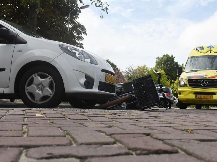 Fietsster raakt gewond bij aanrijding met auto in Leiden