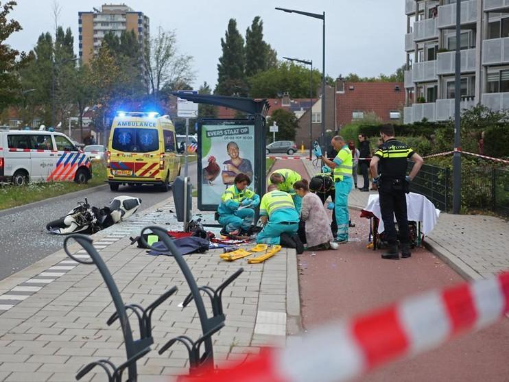 Motorrijder (31) overleden na botsing tegen bushokje in Haarlem [video]