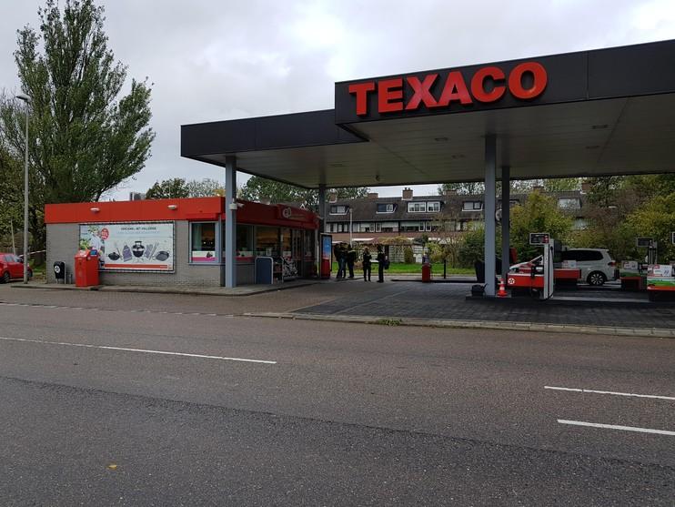 Duikers zoeken in sloot na overval tankstation Leiderdorp [update]