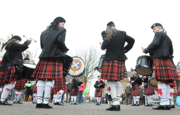 Highland games en doedelzakken in Groene Weelde bij Vijfhuizen tijdens Keltfest