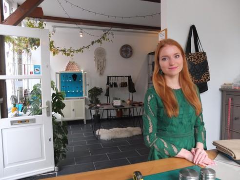 Suzanne Fluit maakt en verkoopt leren spullen in Leiden: 'Een tas verraadt iemands persoonlijkheid'