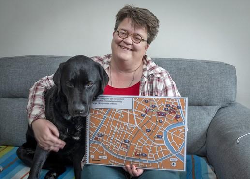 Kaart voor blinden die in Haarlem stadswandeling maken