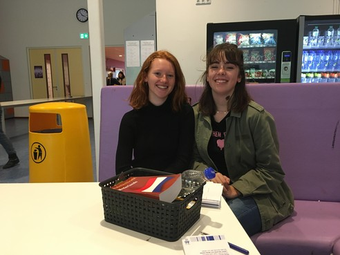 Hartsvriendinnen Samira en Lilli delen ook goede gevoel over examen economie