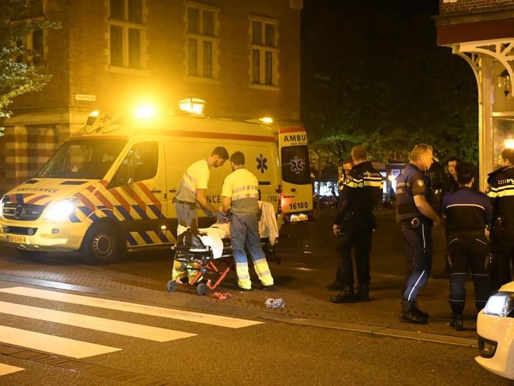 Scooterrijder laat fietser gewond achter in Leiden