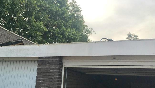 Zelfs zink wordt van daken geroofd: gebruikers garageboxen Ierlandstraat Haarlem de dupe: zelfs zink wordt van daken geroofd