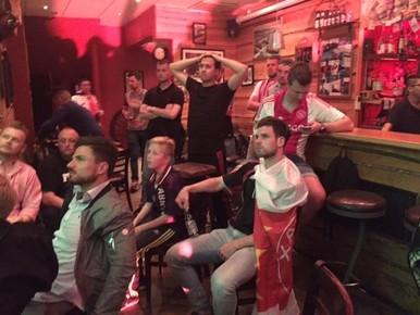 De cup winnen zat er niet in, maar fans zijn toch trots op Ajax