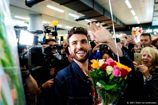 Veel fans verwelkomen Duncan op Schiphol