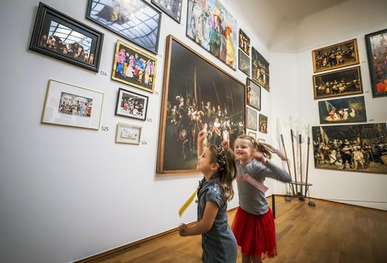 Hij hangt er echt in het Rijksmuseum: de 'Nachtwacht' van groep 1/2 van Bergense Van Reenenschool