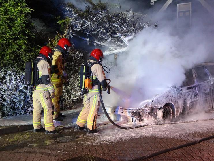 Nachtelijke autobranden in Zaandam en Westzaan vermoedelijk aangestoken