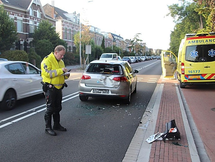 Scooter botst op auto in Hillegom