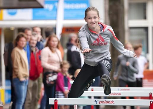 Atletiekbaan voor een dagje bij entree van Haarlem Centrum
