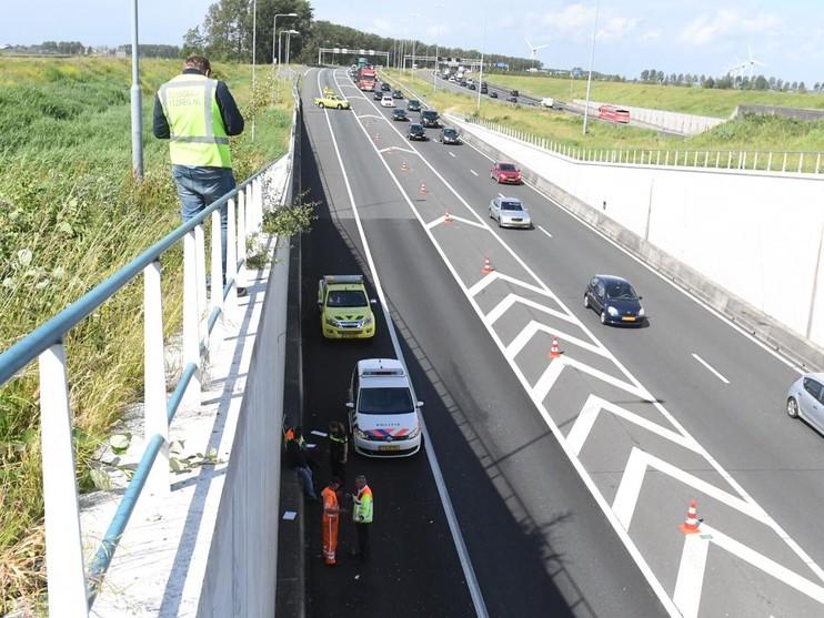 Gewonde en lange file A4 door ongeluk bij Roelofarendsveen
