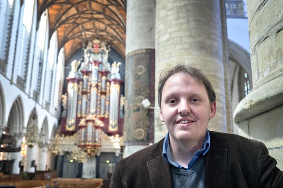 Haarlems stadsbeiaardier Rien Donkersloot vindt het heerlijk om een orgel te fileren