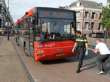 Buschauffeur gewond door noodstop voor fietsend meisje in Haarlem
