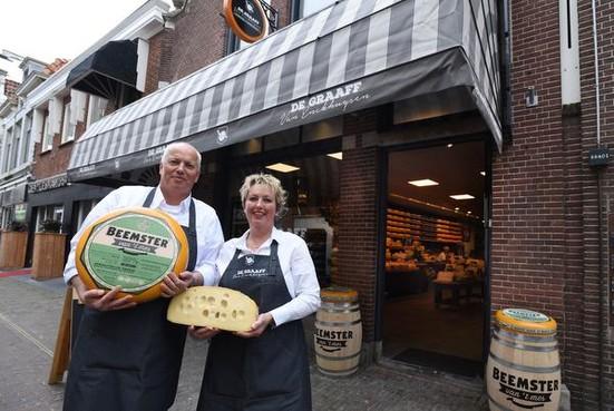 De Graaff heeft met nieuwe kaaswinkel vertrouwen in toekomst Enkhuizen