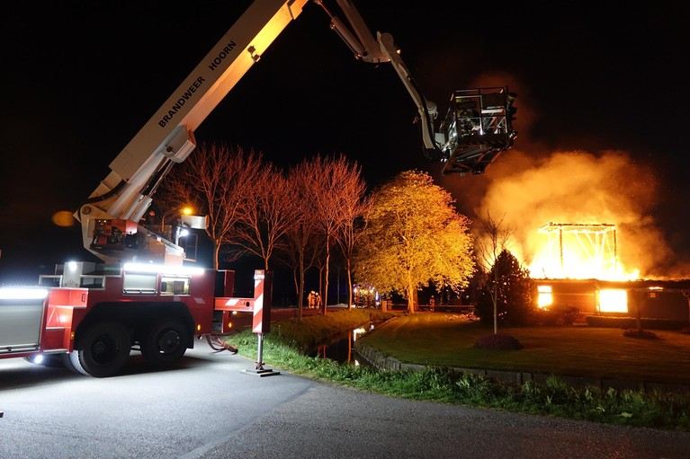 Grote brand verwoest vrijstaande woning in Berkhout [video]