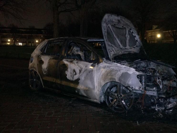 Twee auto's zwaar beschadigd door brand in Alkmaar