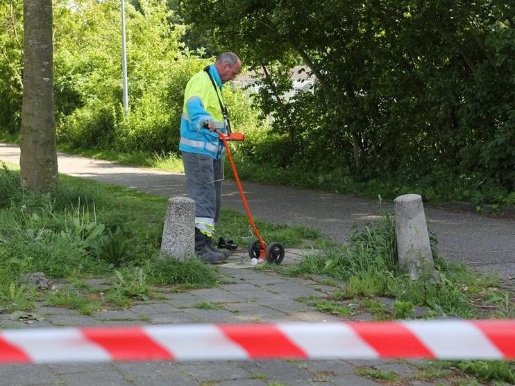 Mysterieus verschijnsel laat tegels bewegen langs fietspad in Badhoevedorp