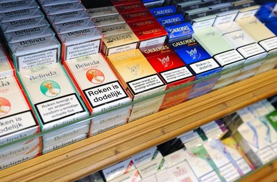 Drietal breekt in bij buurtsuper in Soest en neemt voorraad sigaretten mee
